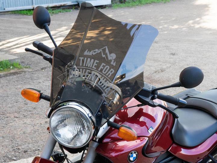 Лазерная Гравировка на лобовом стекле мотоцикла